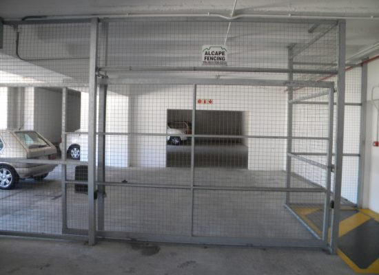 internal wire partitioning extra heavy duty frame with motorised gate